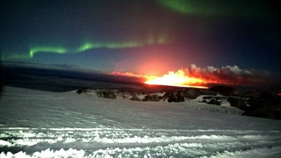 Glacier , Eruption And Northen Lights All In One Photo! (1)